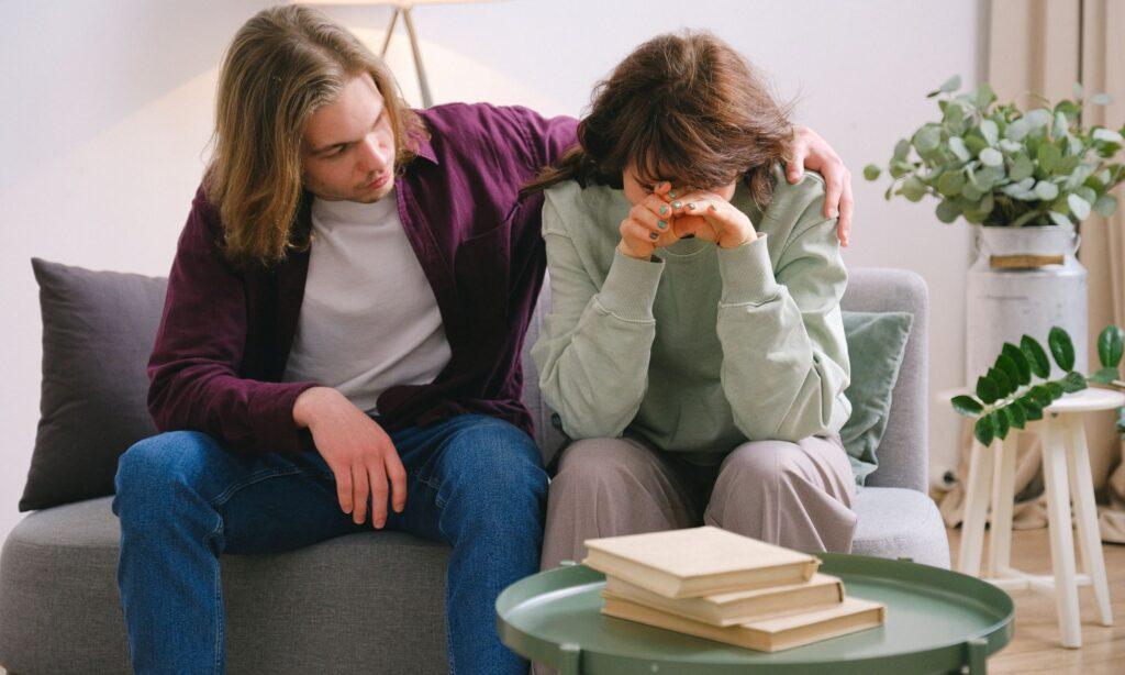 fratello e sorella affrontano il problema di alcolismo